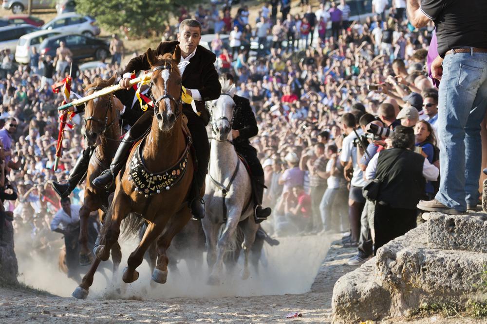S'Ardia La carrera a caballo de Sedilo